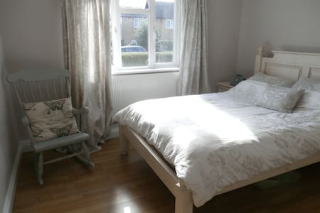 Double bedroom in rural Surrey - Chiddingfold