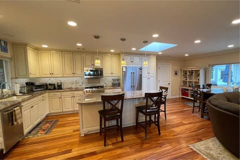 Peaceful 3BR Home-Gated on Luscious 1/2 Acre