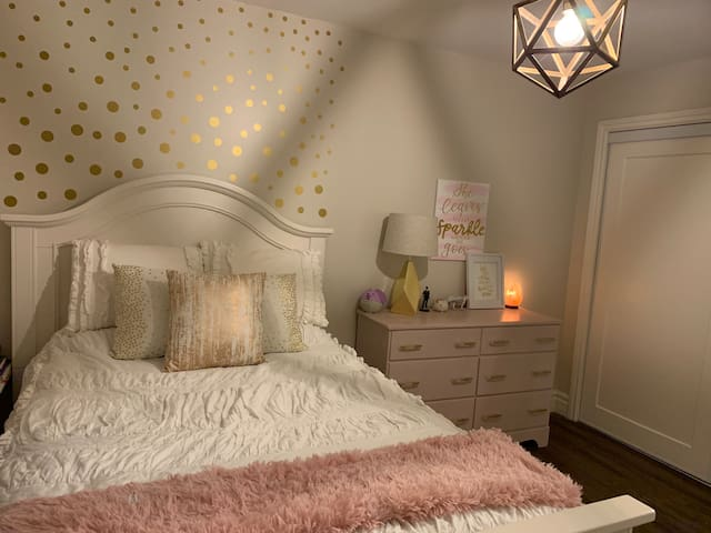 The bedroom also has a salt lamp, sound machines and essential oil diffuser.