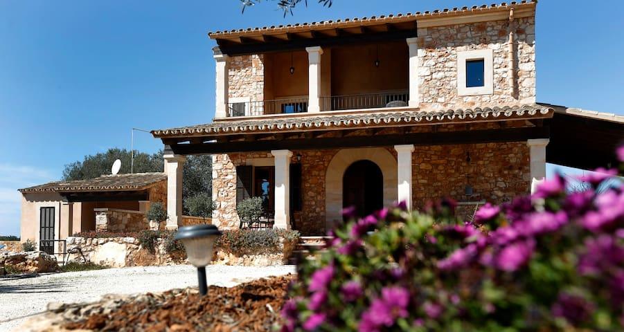 """See views to the Mediterranean Sea. """"Sa Comuna"""" - s'Almunia - House"""