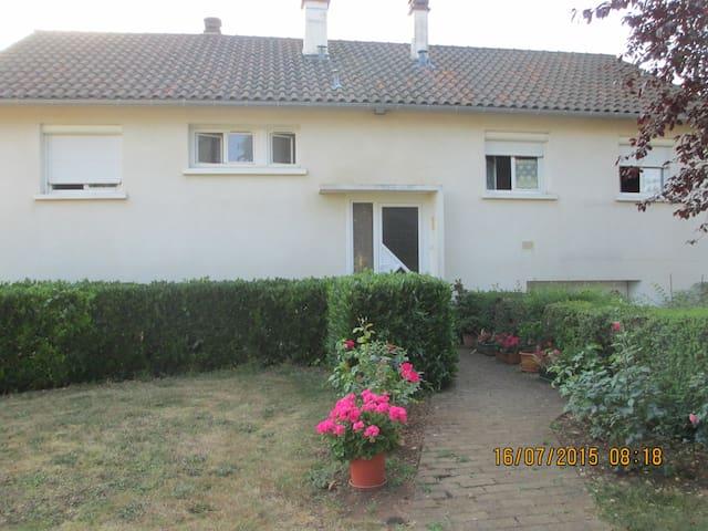 maison individuelle avec jardin - Roches-Prémarie-Andillé - Rumah