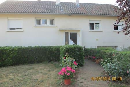 maison individuelle avec jardin - Roches-Prémarie-Andillé
