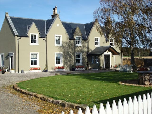 Genuine Highland Home - Logie Easter - Hus
