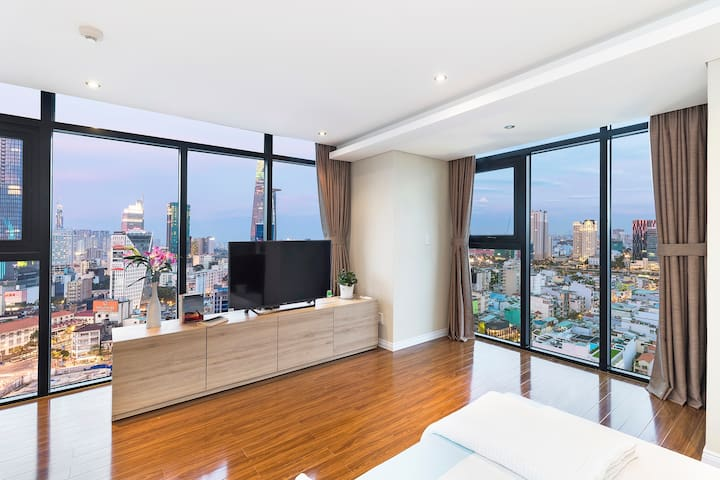 LOFT w Best CITY VIEW steps to BEN THANH ∙BT1911