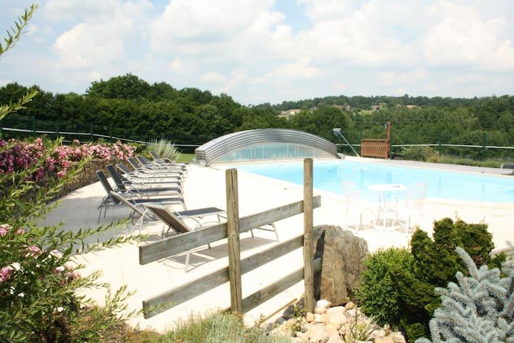 Gite Glycine 9 personnes,piscine, 3  chambres - Saint-Martin-de-Fressengeas - House