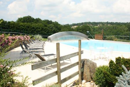 Gite Glycine 9 personnes,piscine, 3  chambres - Saint-Martin-de-Fressengeas