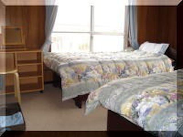 客室① ベッド付き和室