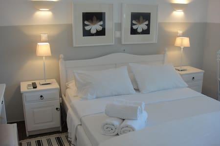Paradisos b&b garden  view room 9 - Agii Pantes - 家庭式旅館