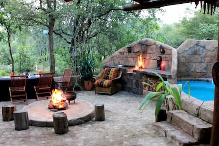 Mo Rocca Kruger-The Lizard Lounge - Marloth Park - Cabin