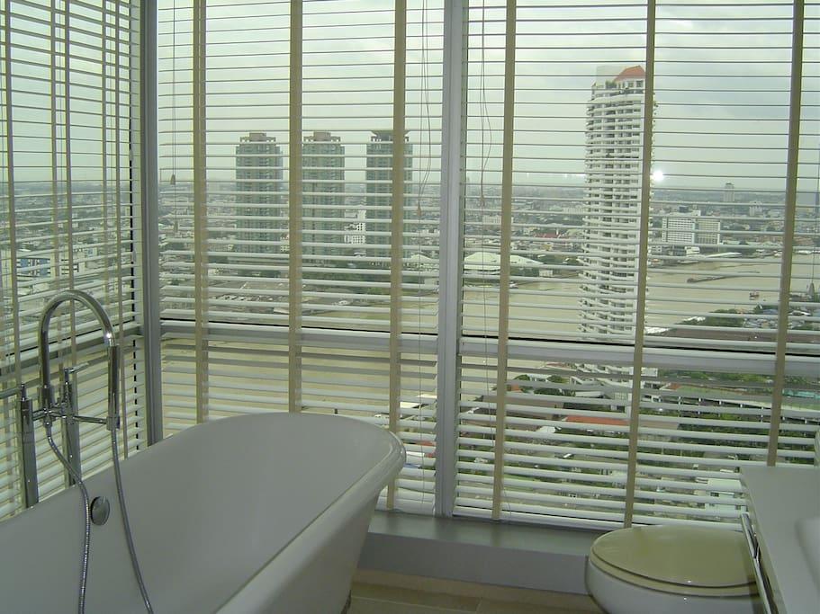 180-degree view bathroom