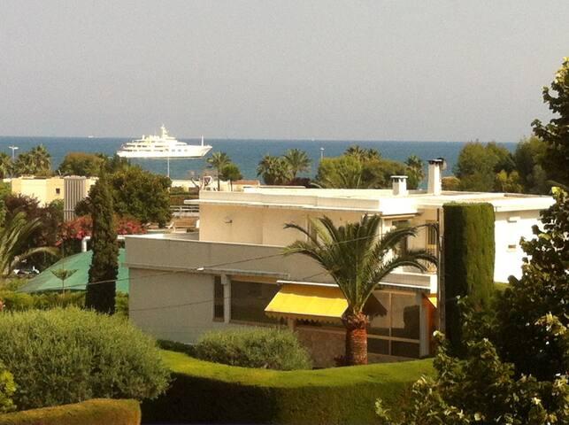 STUDIO sur la côte d'Azur