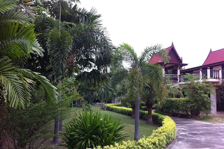 Thai house in garden - Tambon Na Phrathat
