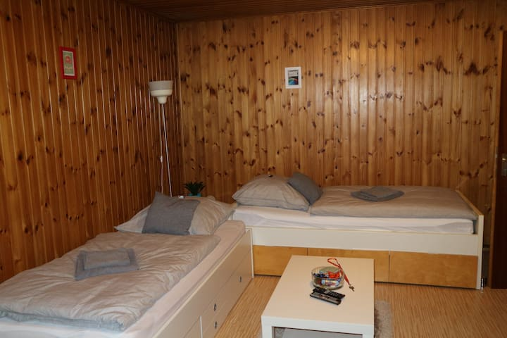 Zimmer mit eigenem Bad/Room with private bathroom