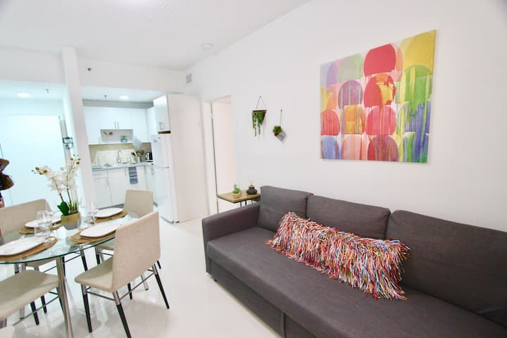 BEAUTIFUL APARTMENT FOOTSTEPS FROM THE BEACH