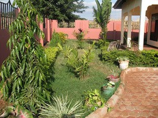 Garden Views of Kilimanjaro - Moshi Urban - Casa