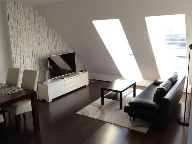 Stylish Loft over the roof tops of Duesseldorf! - Düsseldorf - Loft