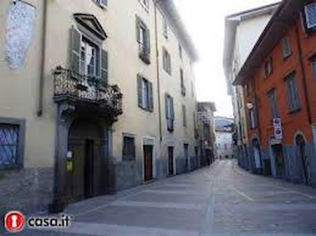 Centro Storico Monolocale arredato - Alzano Lombardo - Appartement