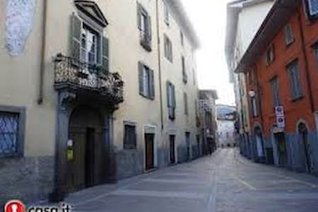 Centro Storico Monolocale arredato - Alzano Lombardo - Apartemen