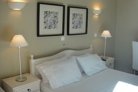 Paradisos b&b room 6 - Άγιοι Πάντες - 家庭式旅館