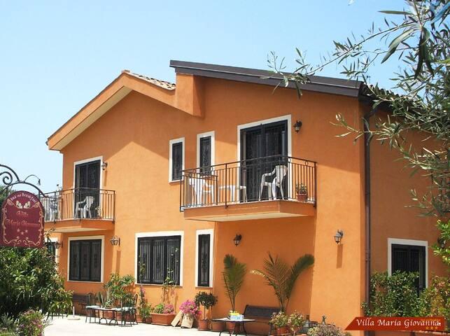 B&B Villa Maria Giovanna - Giardini Naxos - Bed & Breakfast
