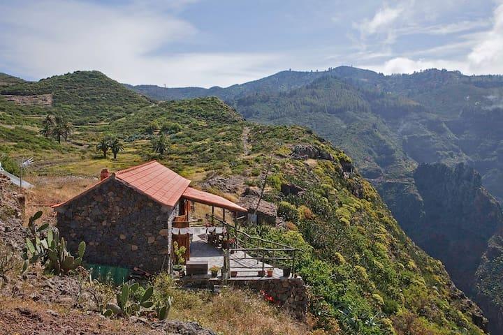 Haus im Naturschutzgebiet mit Blick - Vallehermoso - Huis