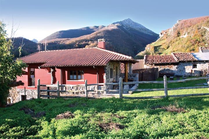 Romántica casita de montaña con jardín - Cortes - Ev