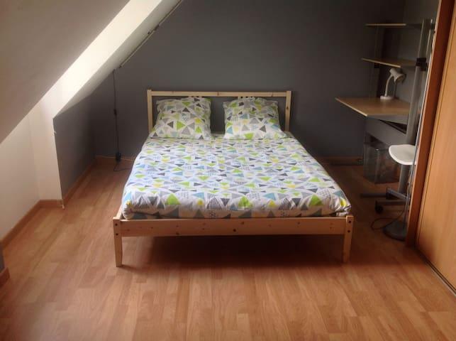 Chambre à l' étage pour 1 à 4 pers - Saint-Arnoult-en-Yvelines - Casa
