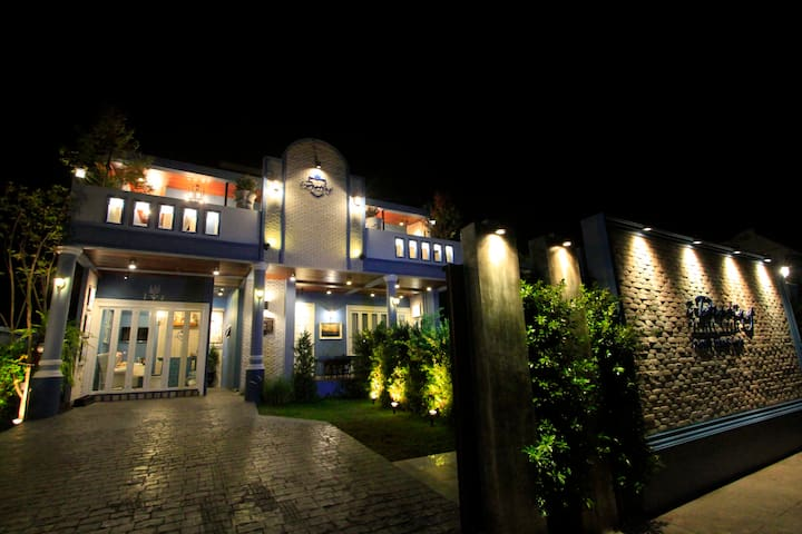 i-Destiny Gallery Resort - Phanat Nikhom - Bed & Breakfast