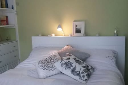 Lovely double room with ensuite - Hus
