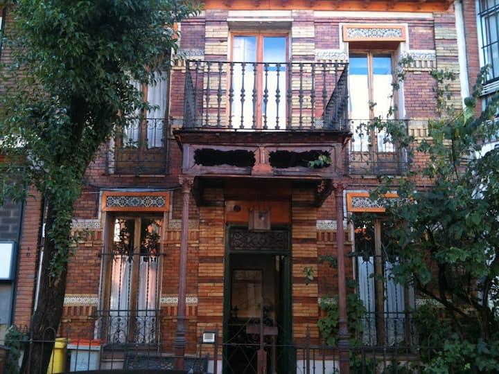 Preciosa Casa de Finales del Siglo XIX-H2