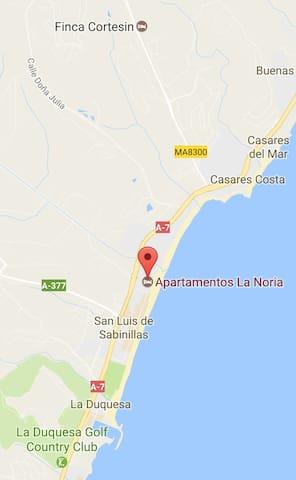 Bonito apartamento en primera línea de playa - San Luis de Sabinillas - Apto. en complejo residencial