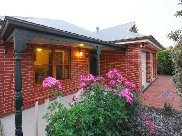 Homely Haven BnB near Coast & Vines