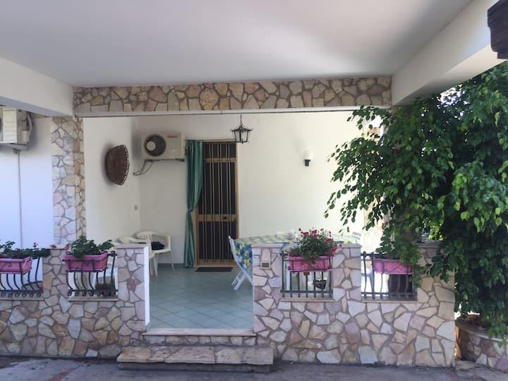 appartamento in villa bifamiliare con piscina