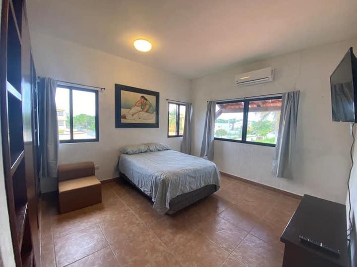 Private room in a beautiful  house, Cancun.