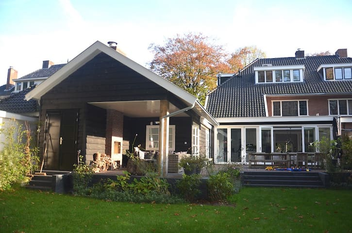 Exclusive villa for 8 persons nearby Amsterdam
