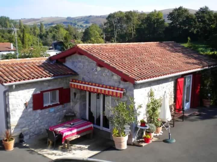Casa con 2 stanze a Saint-Esteben, con splendida vista sulle montagne e giardino recintato - 20 km dalla spiaggia