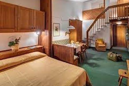 Stanza in Hotel a Cortina d'Ampezzo - Cortina d'Ampezzo - Devremülk