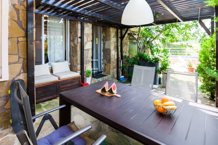 Sozopol HQ - Private Entrance apartment with patio