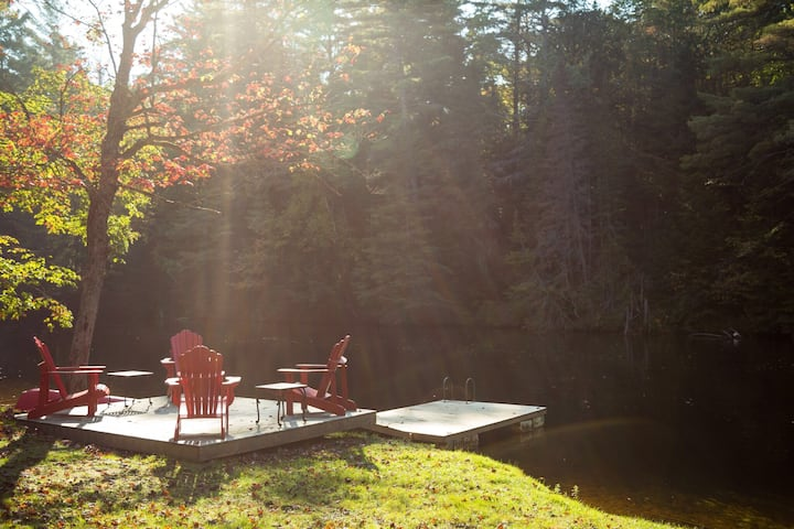Beautiful Year Round Cottage on the Muskoka River