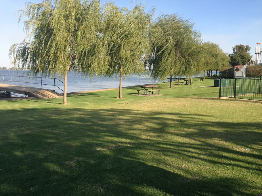 Mulwala foreshore, just a few minutes walk away