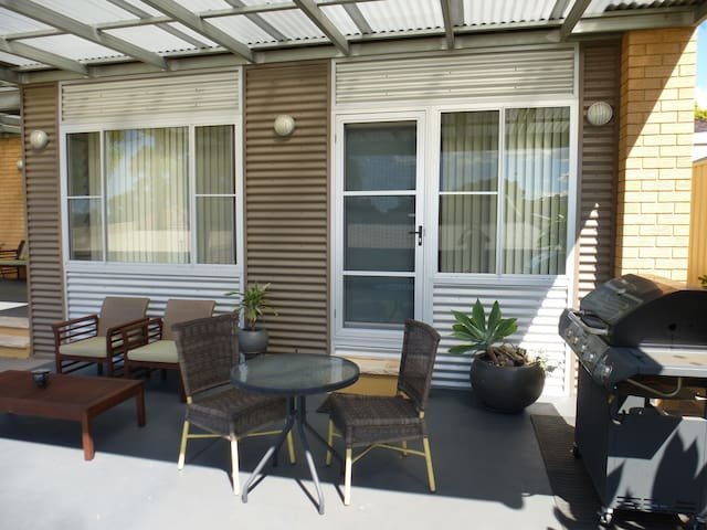 A place of your own in Carss Park - Sydney - Hus