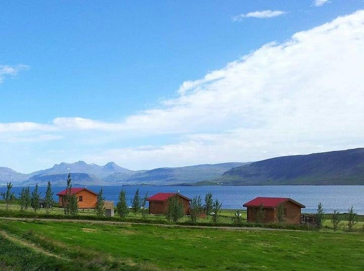 Cool Cottage close to Reykjavík - hot tub