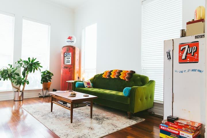 Heart of Austin   - Designer  Home 800+ 5 Stars