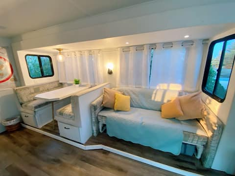 Stella The  Motorhome, A Cozy Oasis