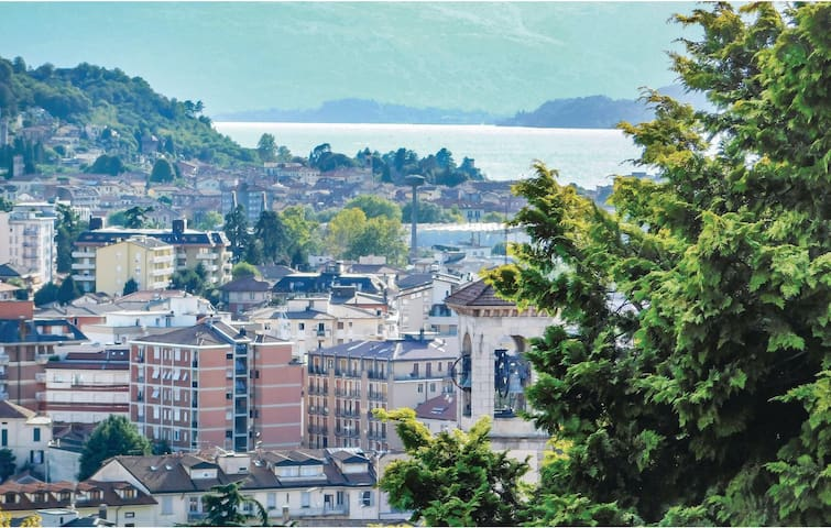 Holiday apartment with 2 bedrooms on 75m² in Luino (VA)