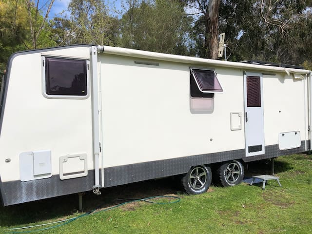 Modern caravan with shower - Grampians Halls Gap