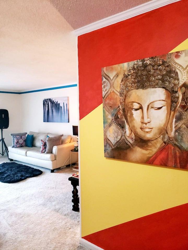 Zen Luxury: Apartment Home w/ Lake Access