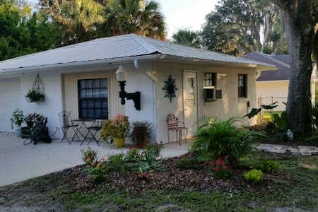 NSB Cozy Apartment - New Smyrna Beach
