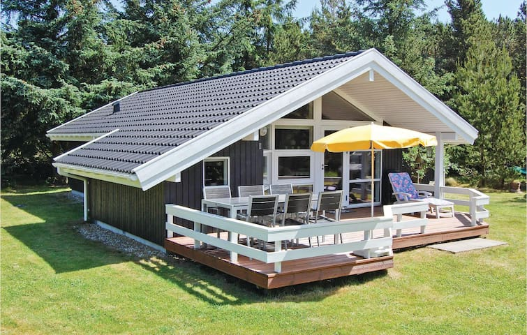 Holiday cottage with 3 bedrooms on 88 m² in Oksbøl