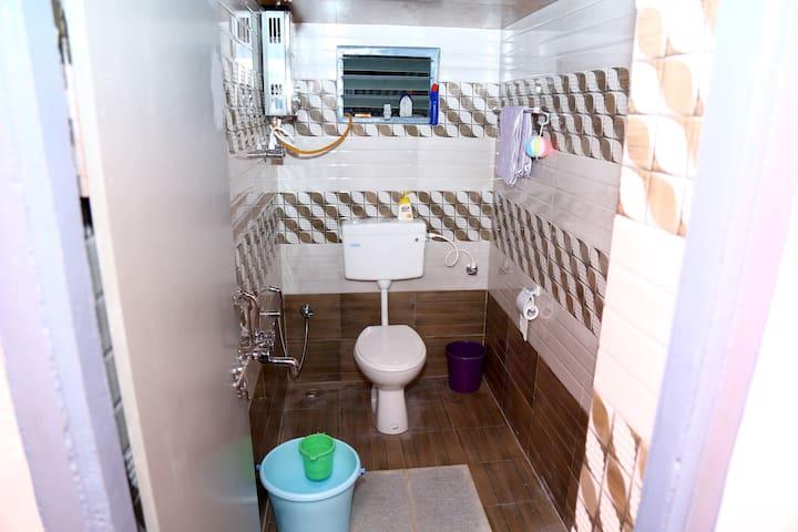 Bath room 1 24*7 Hot water